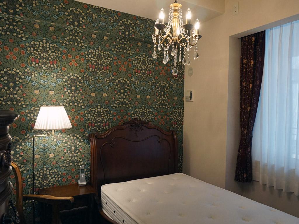 ウイリアムモリスのデザインで落ち着く寝室