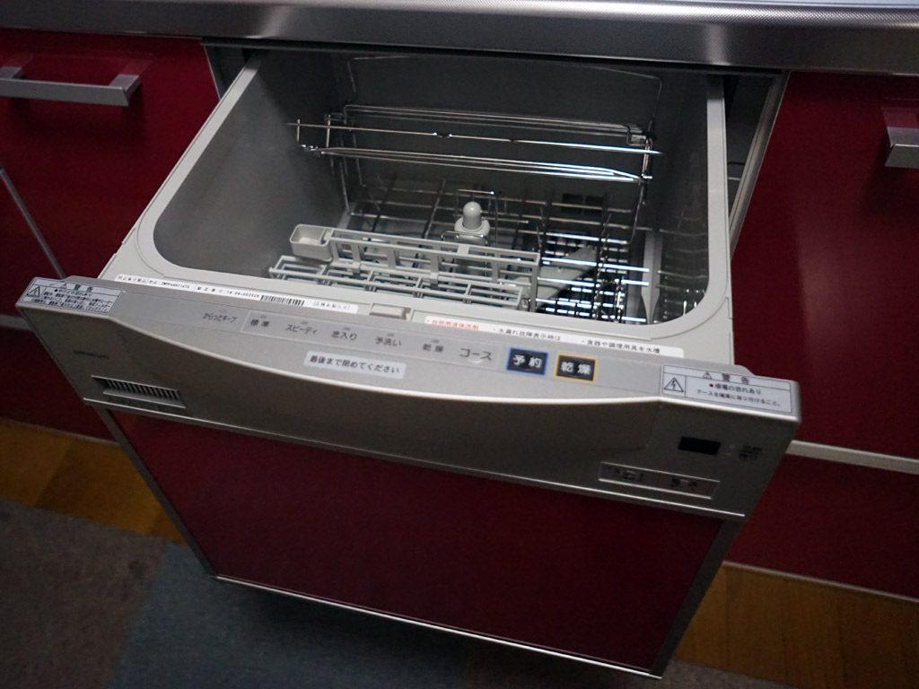 食洗機をビルトインすることで、作業台が快適に使用できます