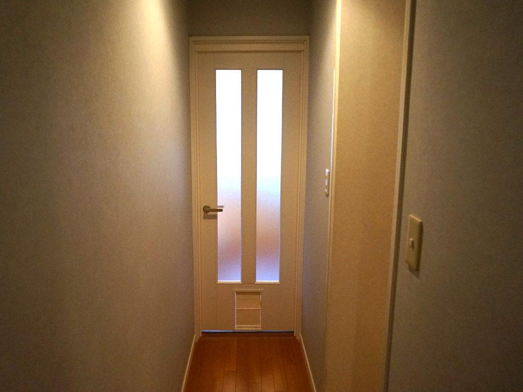 廊下からリビングに出入り自由なペットドア
