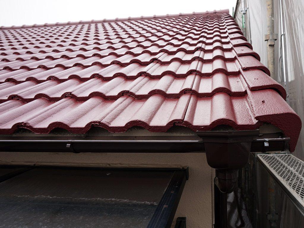 屋根は遮熱効果のある塗装仕上げです