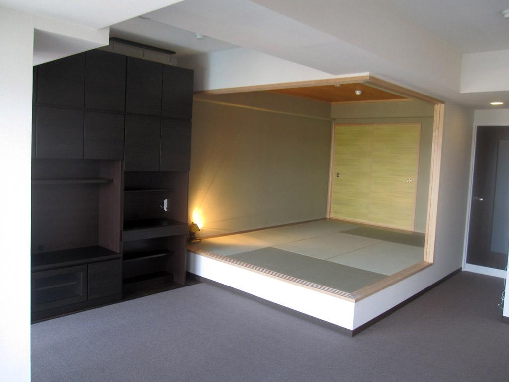 和室を活用する収納たっぷり、広々リビングの実現