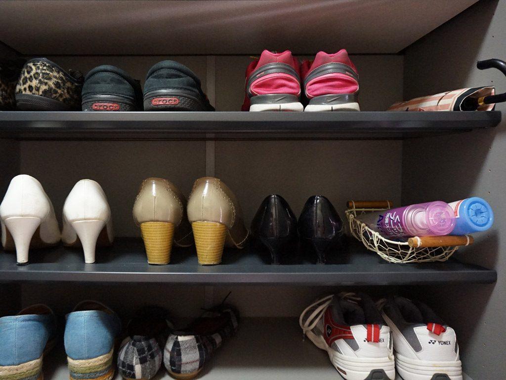 各自の靴を決まった場所に収納します。