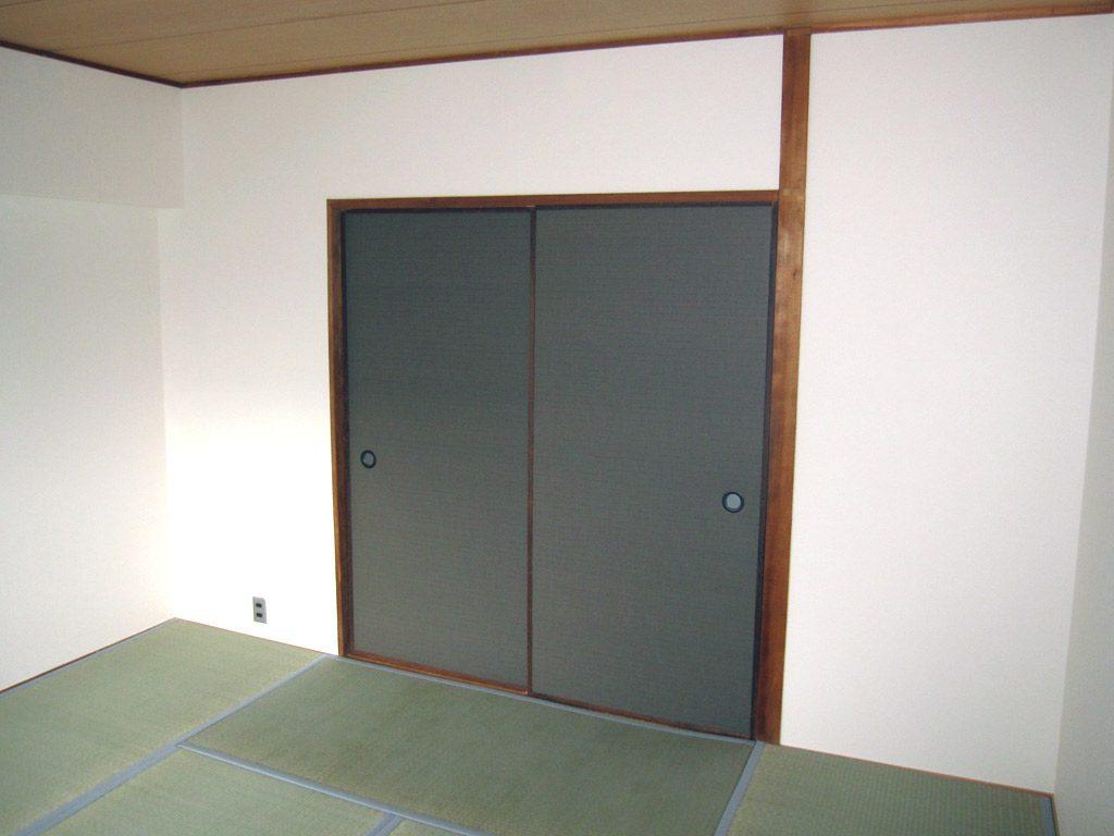 1つの和室はクロス ふすま 畳を替えました