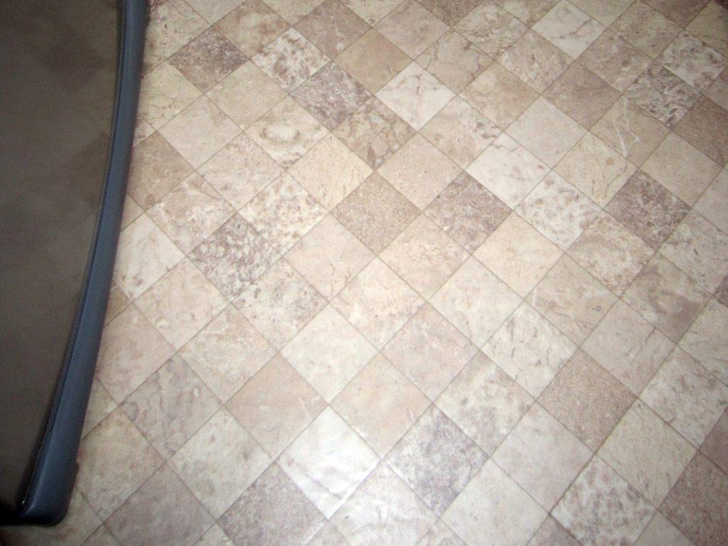 キッチン扉のカラーと同色を選びました クッションフロアでお掃除しやすいです。