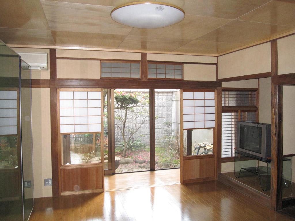 和室の床の再生で大きな収納家具の設置を実現