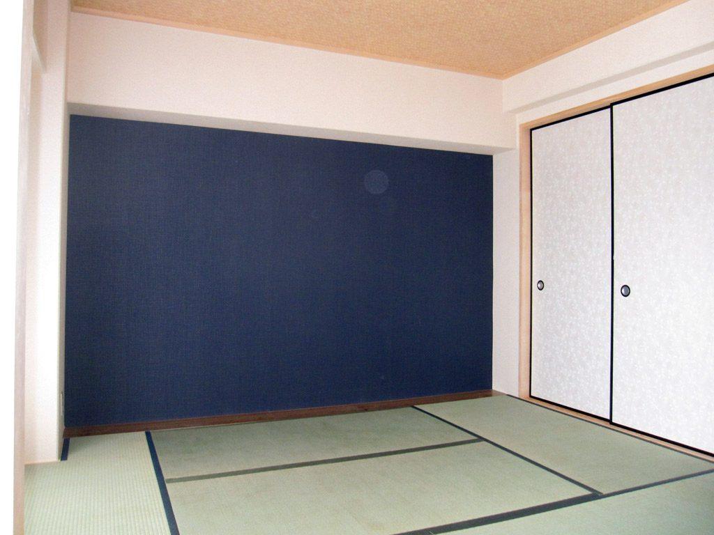 和室の一面だけをじゅらく風のクロスに張替えました