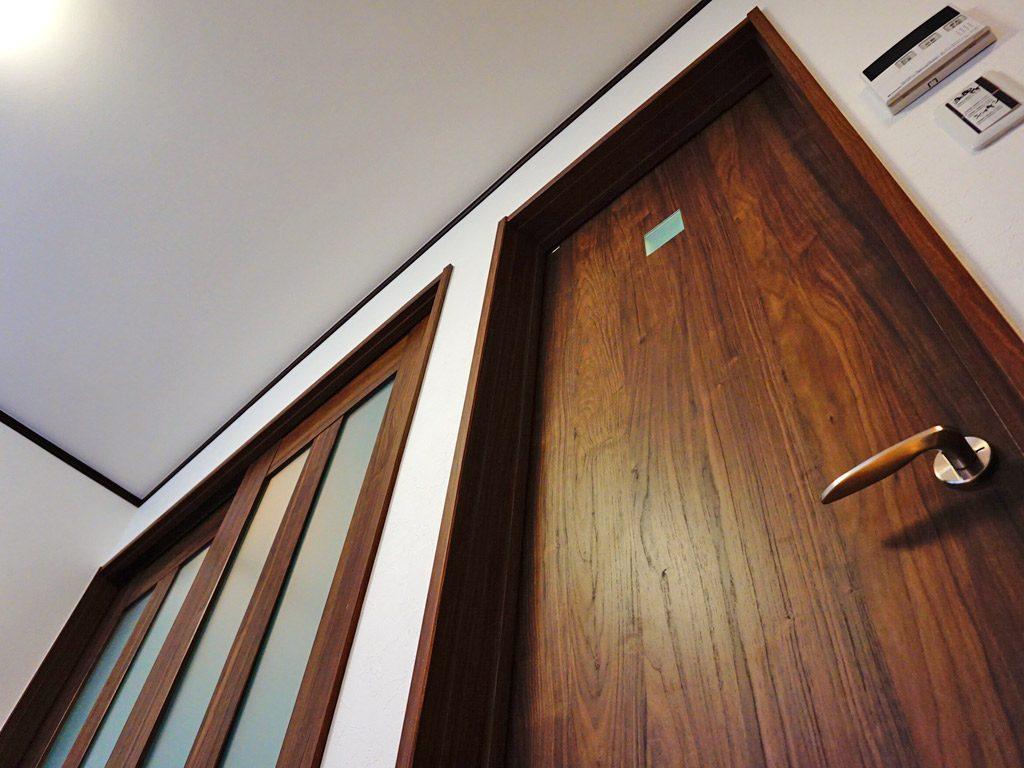 ドアにもこだわりました。パナソニック電工のドアは、上品です。