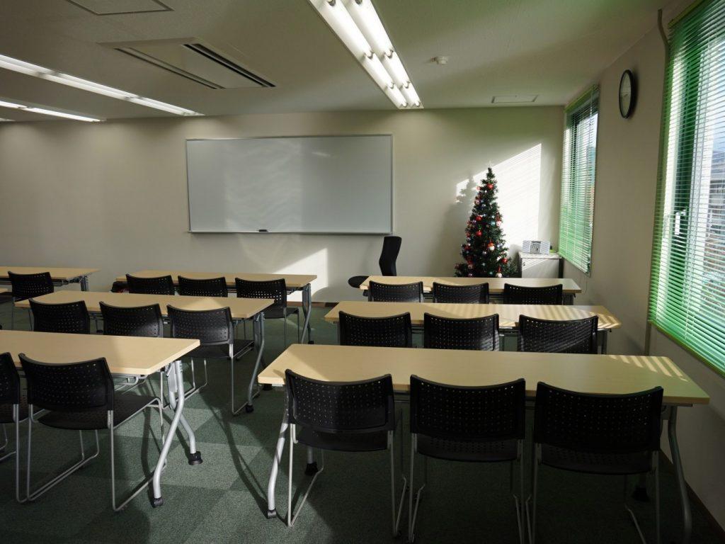 音の漏れを軽減させる防音壁。隣室に迷惑かけずに、塾の授業できる快適さの実現