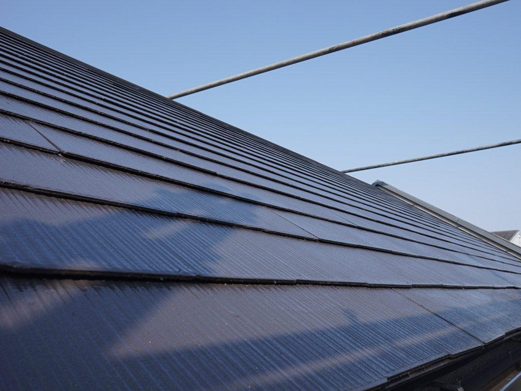 屋根は普段見れない場所だから、高品質の塗料を選びましょう。遮熱性、耐久性の機能を発揮します。