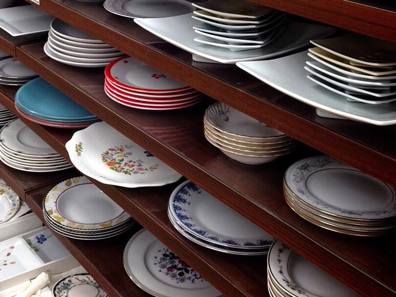 キッチンは片づけるには程よいスペースで、主婦が管理しやすいのが、無理せずに整理収納の効果を発揮できる場所ですね。