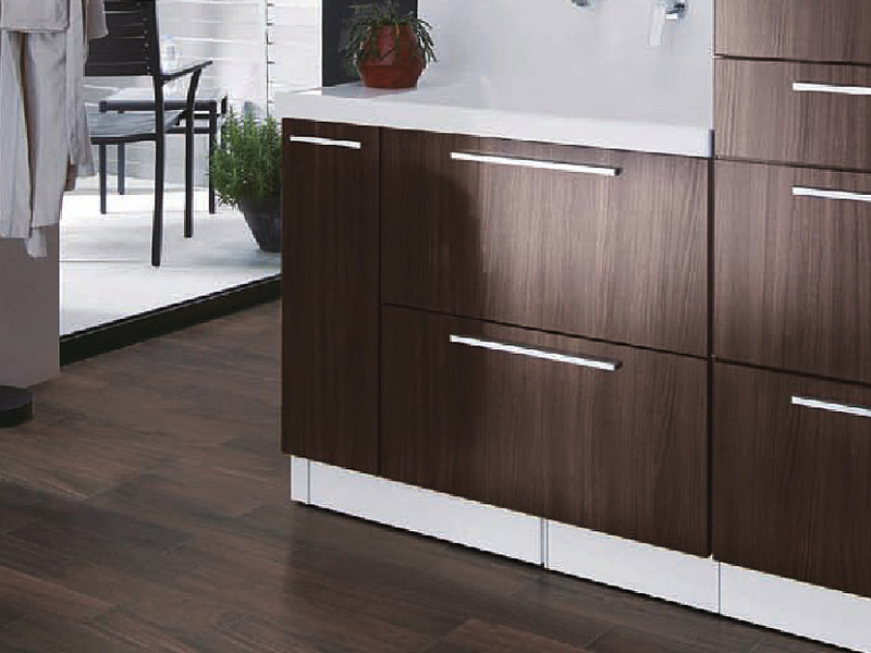 洗面所の内装材は掃除しやすく、水に強い素材を選ぶ。