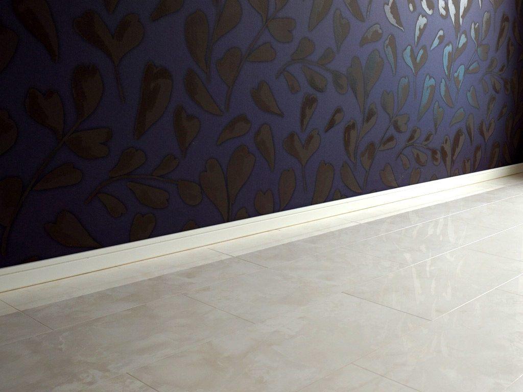巾木は床のカラーと統一感をもたせました。