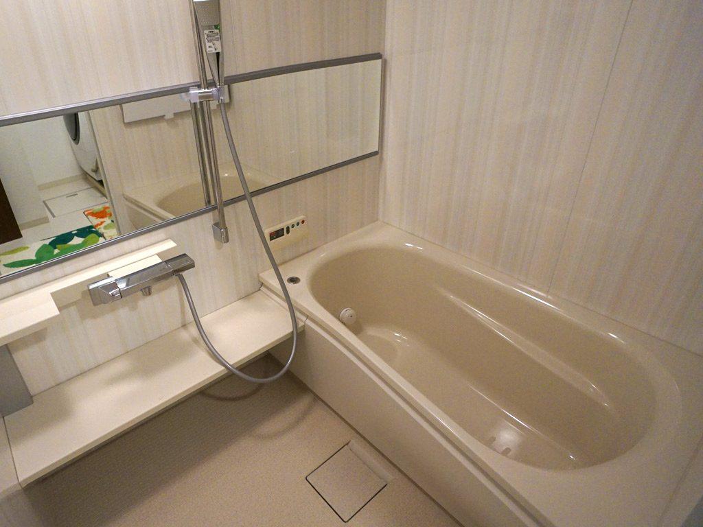 デッドスペースを活用して、ワンサイズ大きなお風呂でゆっくりとリラックスタイム。