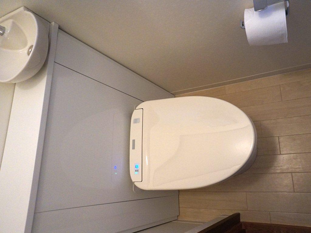 清潔感のあるお掃除しやすい節水トイレ。