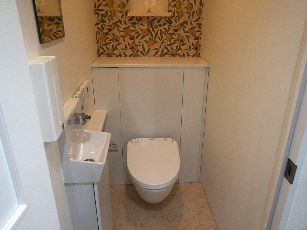 床のお掃除が楽にひと拭き。奥まで拭ける空中に浮かぶトイレの魅力