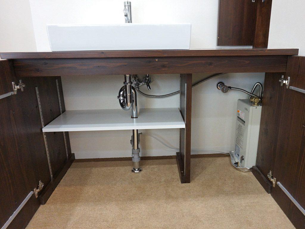 オリジナル洗面化粧台 洗面化粧台の下を自由に収納いただけます。