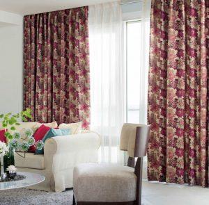 窓ガラスは非常に熱を伝えやすい素材ですので、ひんやりと感じる窓辺にはカーテンをつけましょう。