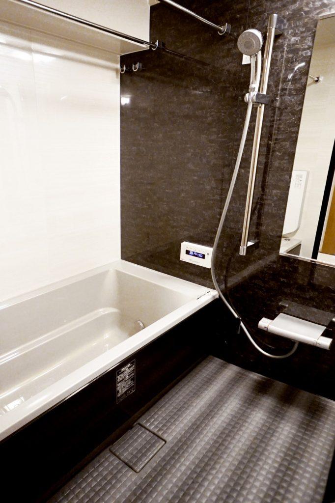 シンプルですっきりとしたお風呂は広く感じます。