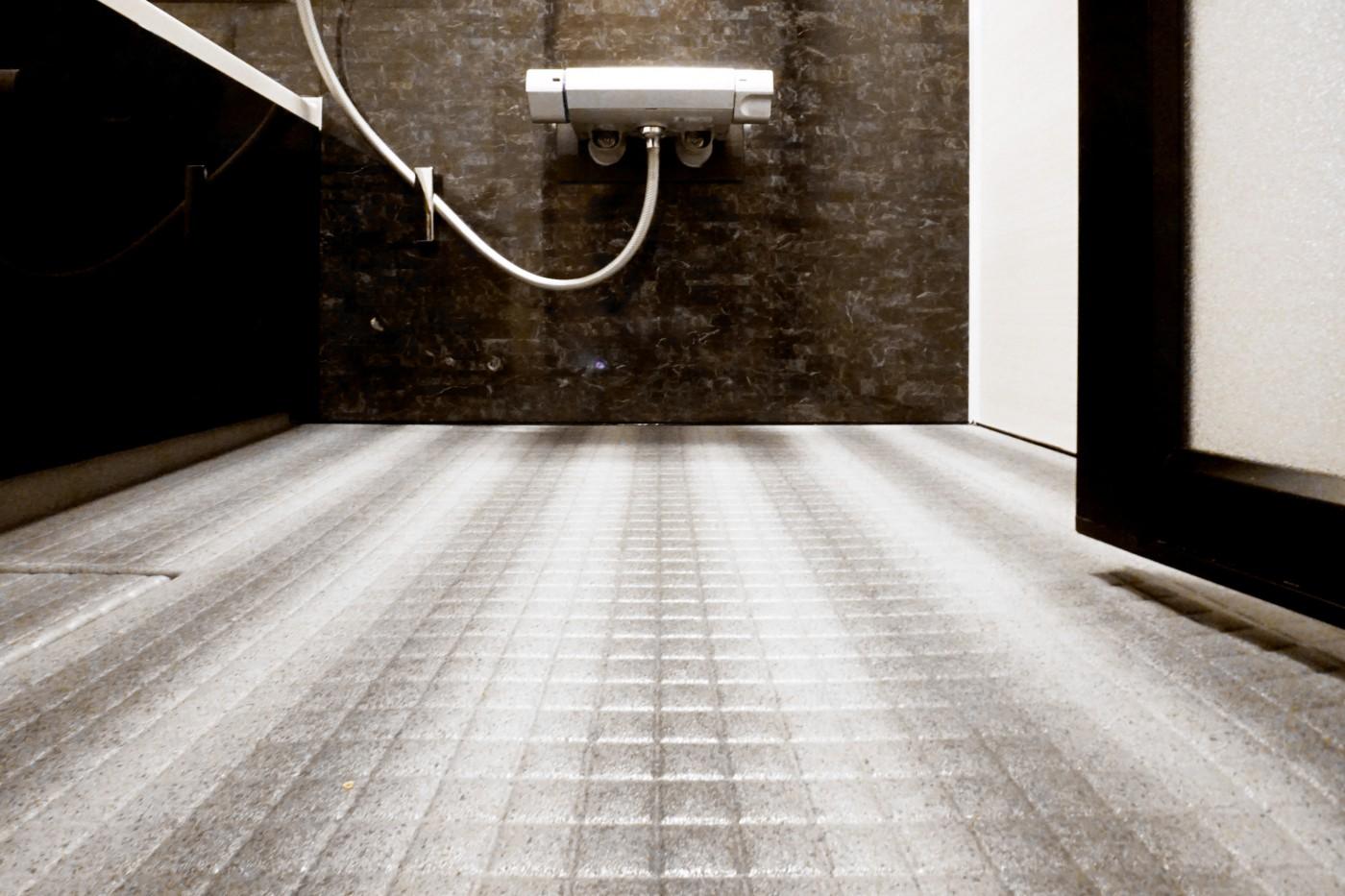 身心ともに安らぐお風呂と洗面所は、シンプルで大人の雰囲気を漂わす空間。