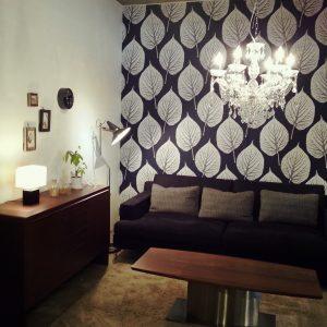 シャンデリア...和室には合わないと思われがちなシャンデリですが、華やかさでおしゃれな雰囲気に。