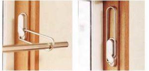 窓枠付 窓から入る日差しを有効に利用できるので、 寝具などを干すときなどにも便利です。 (耐荷重:12kg)