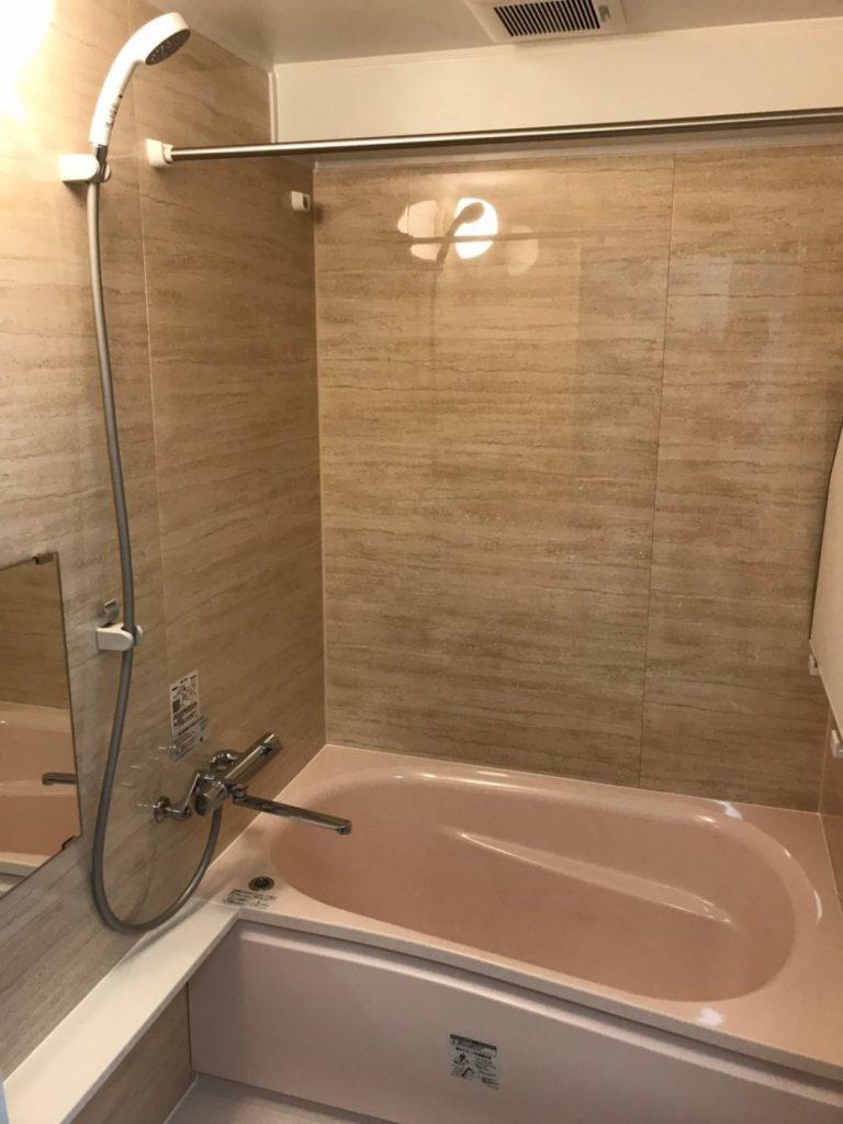 浴槽の劣化から一新 使い勝手の良い機能と美観を備えてた浴室