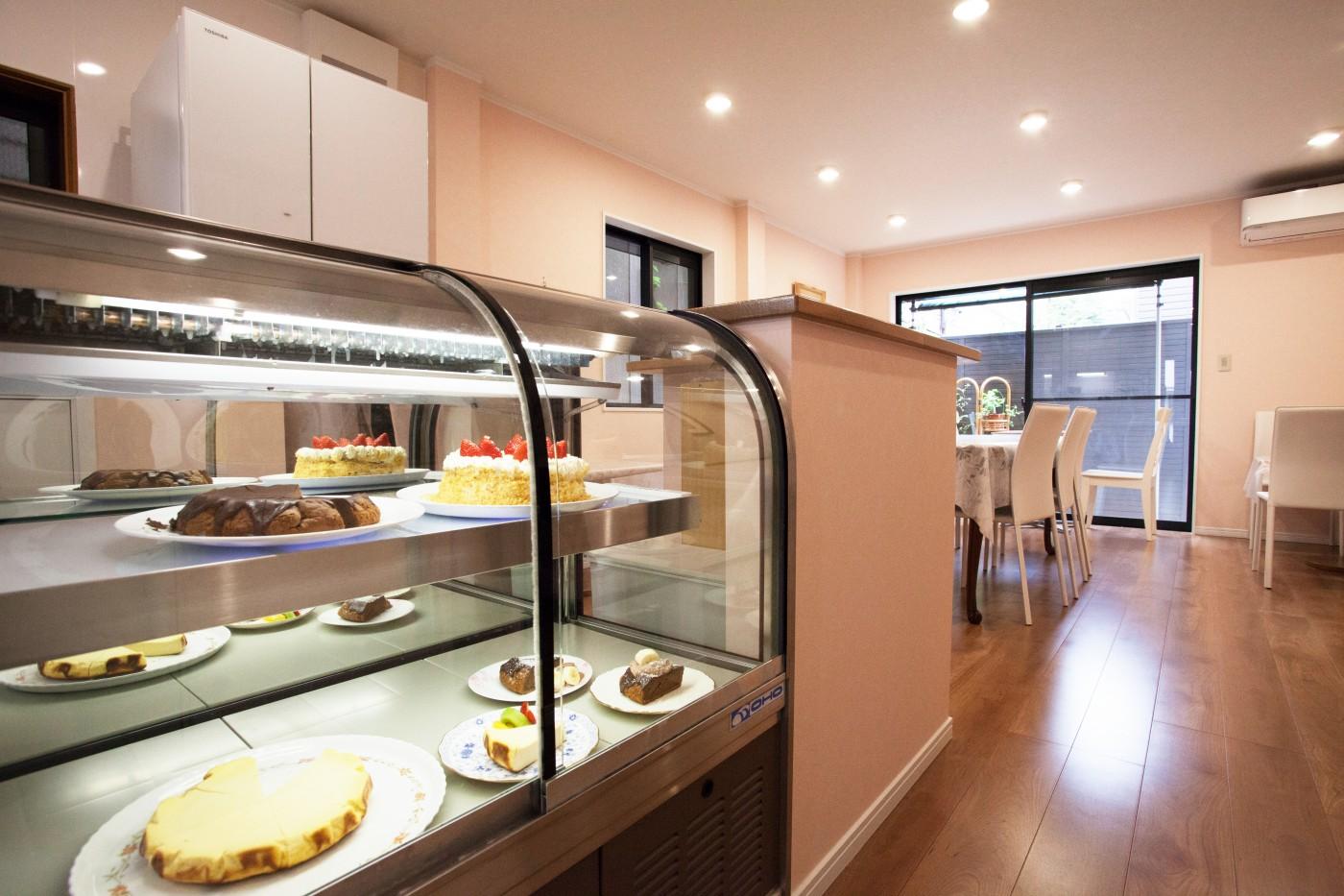 自宅の一階をカフェに一新。オーナー様らしい優しい雰囲気に。
