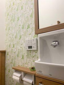 トイレの施工例 ムーミン壁紙 サンゲツ  MOMI 品番 FE6307