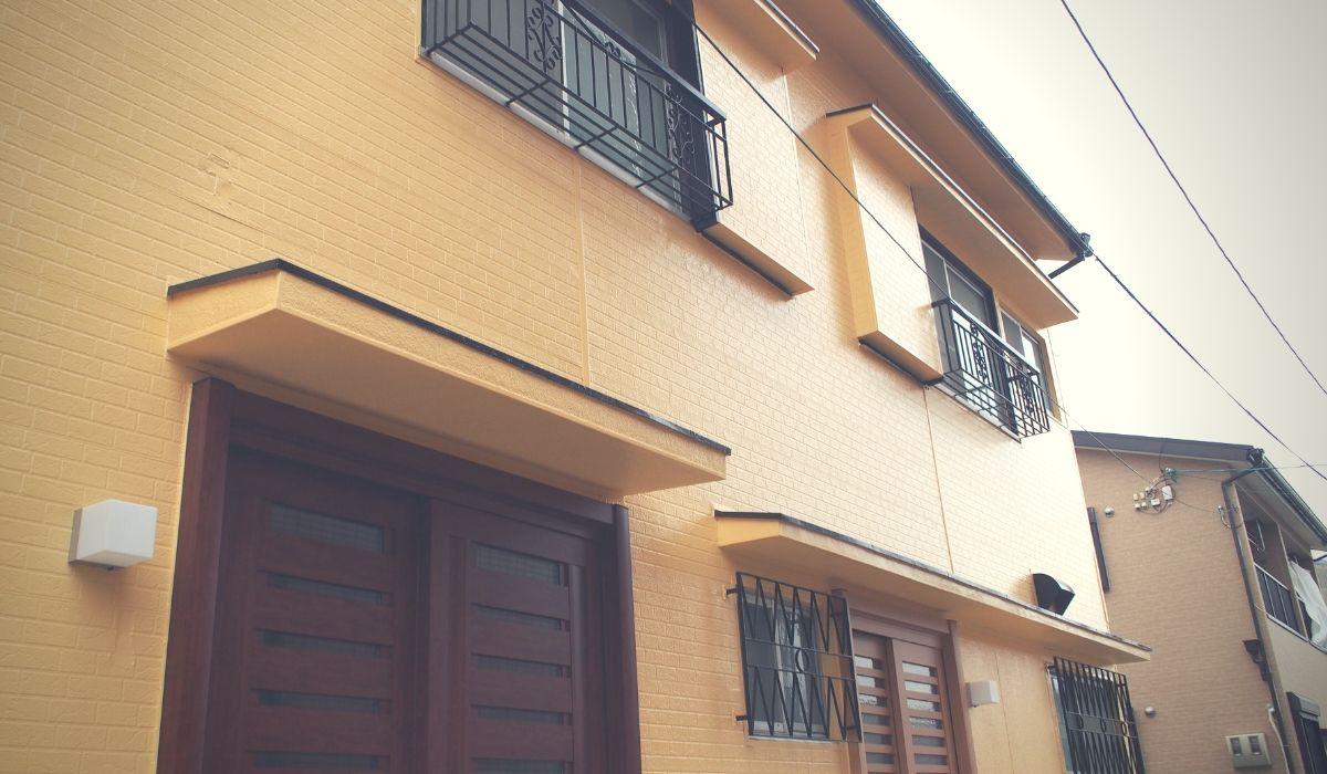 黄色の家の写真
