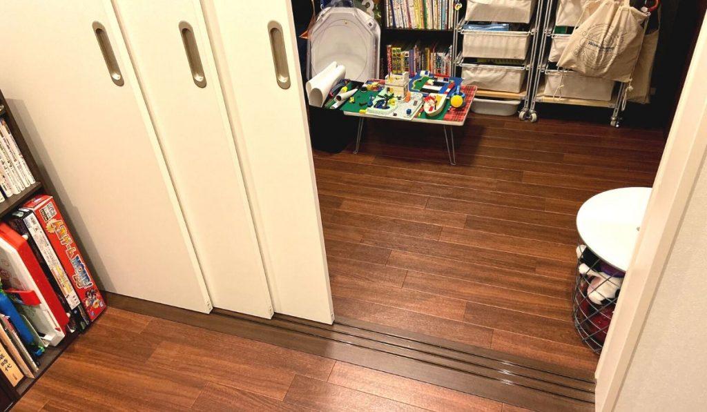 レールタイプの間仕切り扉の写真