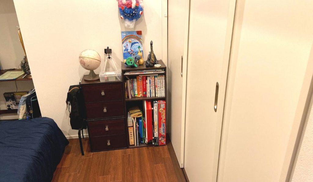 兄の部屋からみたこども部屋の写真