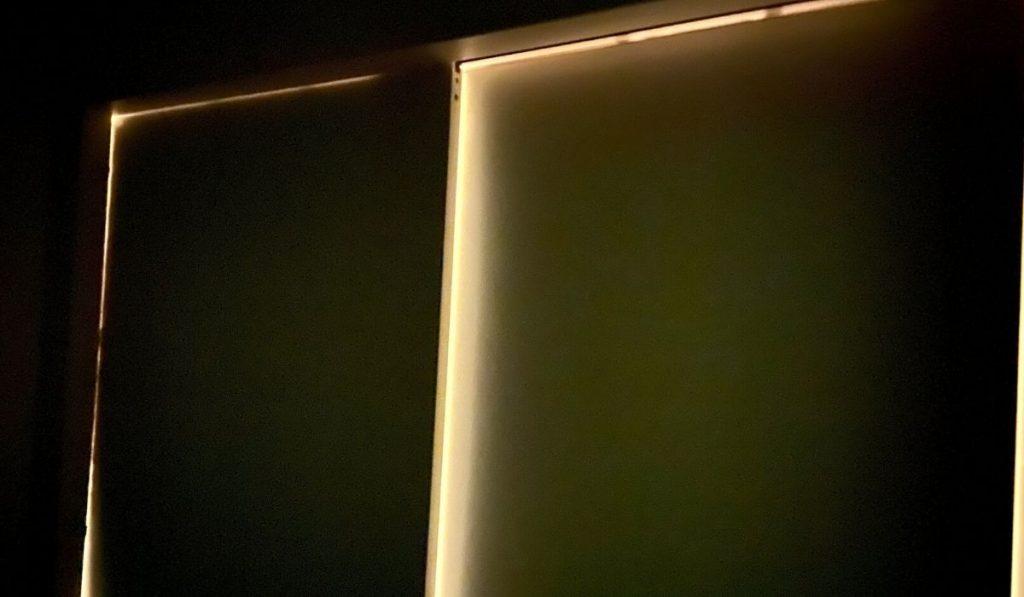 片方の部屋を暗くした時の写真