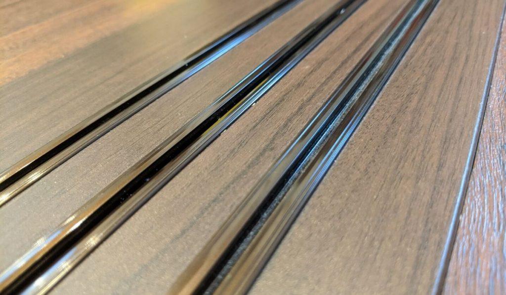 引き戸の床のレール写真