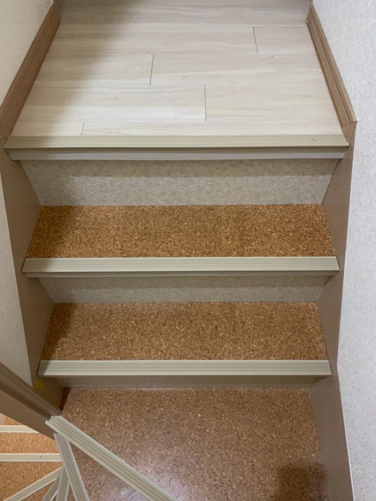 コルクの床材は、保温性と衝撃吸収性に優れたコルクの床材にしました。