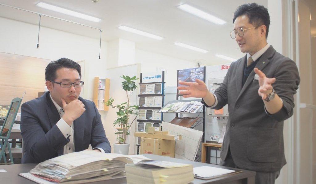 打ち合わせ中の山田さまと田邊さんの写真