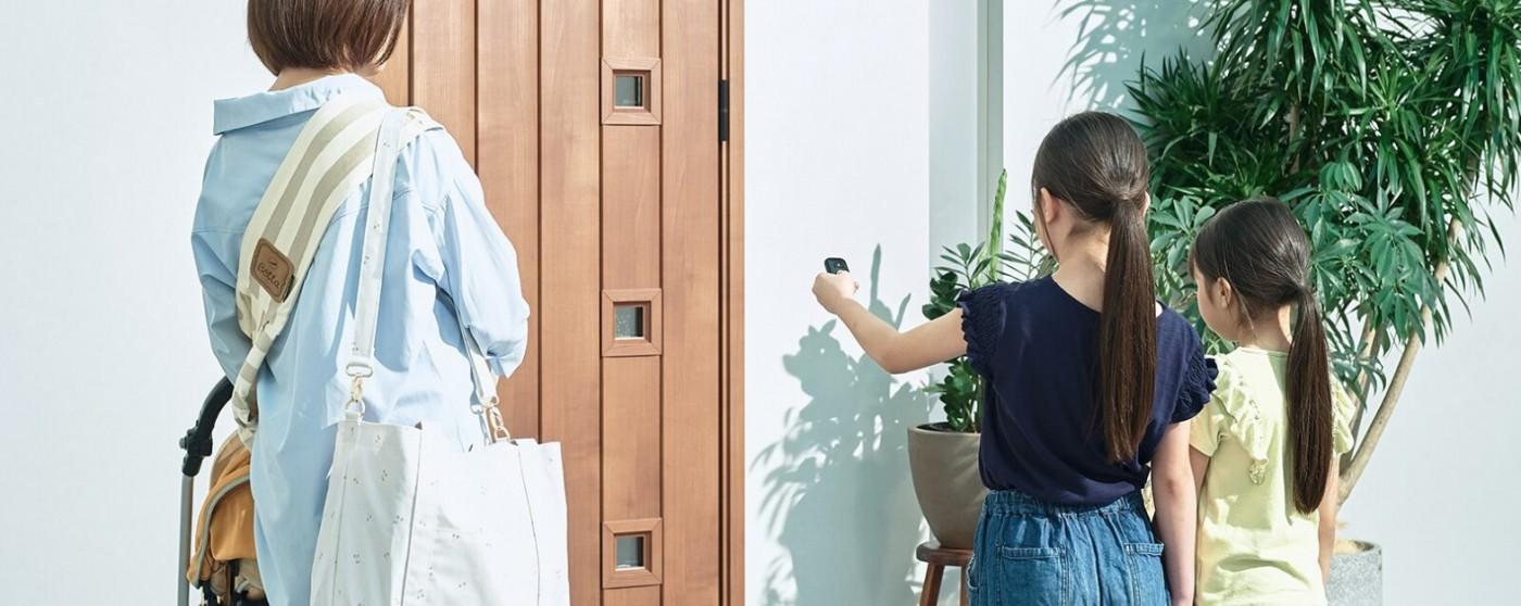 リモコン一つで玄関ドアが自動開閉